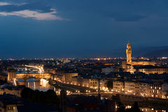 Florence - Ponte Vecchio Panorma, Oude Brug, Palazzo Vecchio langs Royalty-vrije Stock Foto's