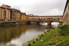 Florence - rivier Italië - Arno en vecchio Ponte Royalty-vrije Stock Foto