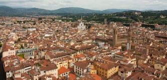 Florence - stadssikt från det Klockor tornet med Santa Croce Royaltyfri Foto