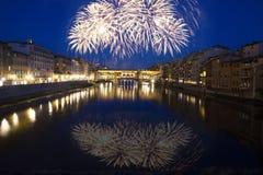 Florencia con los fuegos artificiales - celebración de Año Nuevo en la ciudad Fotografía de archivo libre de regalías