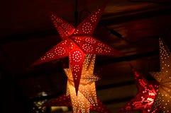 Florencia, el 2 de diciembre de 2017: Decoraciones de la Navidad en un mercado de la Navidad Fotografía de archivo libre de regalías