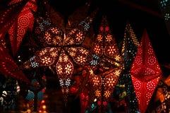 Florencia, el 2 de diciembre de 2017: Decoraciones de la Navidad en un mercado de la Navidad Fotografía de archivo