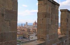 FLORENCIA en Italia con la bóveda de la catedral y la campana a Imagenes de archivo
