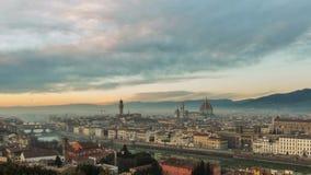 FLORENCIA en Italia con la bóveda y el della Signoria de Palazzo y el río de arno almacen de video