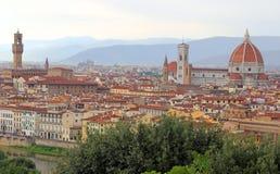 FLORENCIA en Italia con la bóveda y el río de arno Imagen de archivo