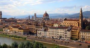 FLORENCIA en Italia con la grandes bóveda y río de arno Imagenes de archivo