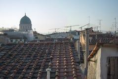 Florencia en la frontera entre el cielo y los tejados Fotos de archivo