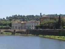 Florencia hermosa, Italia a lo largo de Arno River Foto de archivo libre de regalías