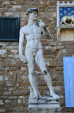 FLORENCIA, ITALIA - 15 DE MARZO DE 2017: Copia de la estatua de Michelangelo David en Florencia con la sombra su, della Signoria, Fotos de archivo libres de regalías
