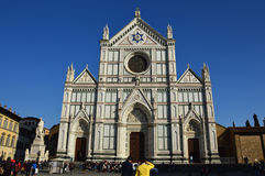 Florencia, Italia - 16 de marzo de 2017: Las personas no identificadas visitan los di Santa Croce de la basílica en Florencia, It Imágenes de archivo libres de regalías