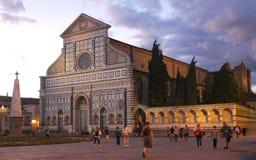 Florencia, Italia - 3 de septiembre de 2017: Catedral hermosa de Santa Maria Novella en la puesta del sol imagen de archivo libre de regalías