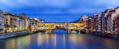 Florencia, opinión de la noche de Ponte Vecchio Fotografía de archivo libre de regalías