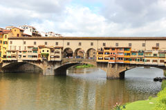Florencia, puente viejo o Ponte Vecchio en la noche Fotografía de archivo libre de regalías