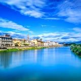 Florencja lub Firenze Arno rzeki krajobraz. Tuscany, Włochy. Zdjęcia Royalty Free