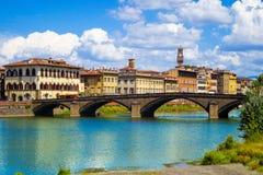 Florencja lub Firenze, widok Arno rzeka i Ponte Santa Trinita most fotografia royalty free