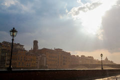 Florencja miasto w Włochy w deszczu Piękny niebo i słońce Obrazy Stock
