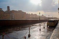Florencja miasto w Włochy w deszczu Piękny niebo i słońce Zdjęcie Royalty Free
