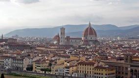 Florencja, panoramiczny widok na rzecznym bulwarze Arno zbiory