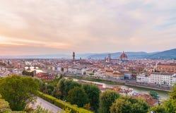 Florencja pejzaż miejski z Arno rzeką, Ponte Vecchio mostem i Santa Maria Del Fiore katedrą przy zmierzchu czasem, Obrazy Royalty Free