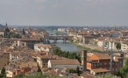 Florencja pejzaż miejski z mostami nad Arno rzeką Obrazy Stock