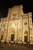 Florencja W?ochy, Wrzesie?, - 03, 2017: Pi?kna piazza Del Duomo Katedra kwadrata katedra w nocy obraz royalty free