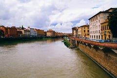 Florencja, widok pejzaż miejski Rzeka i domy w Włochy Obrazy Royalty Free