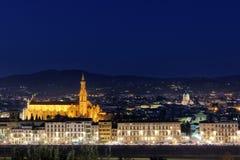 Florencja z rzecznym Arno przy nocą Zdjęcia Royalty Free
