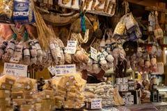 Florenz, Italien - 24. April 2018: Lebensmittel auf Markt von San Lorenzo Stockfotos