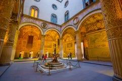 FLORENZ, ITALIEN - 12. JUNI 2015: Engelsstatue mitten in dem Yard von Palazzo Vecchio oder alter Palast in Florenz Lizenzfreie Stockbilder