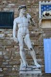 FLORENZ, ITALIEN - 15. MÄRZ 2017: Kopie von Michelangelo David-Statue in Florenz mit dem seinem Schatten, Marktplatz della Signor Lizenzfreie Stockfotos