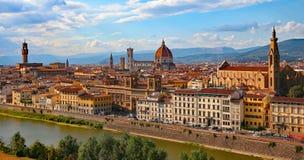 FLORENZ in Italien mit der Haube der Kathedrale und der Arno-des Flusses Stockfotos