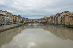 FLORENZ, ITALIEN 23. OKTOBER 2016: Ansicht der mittelalterlichen Steinbrücke Stockfotografie
