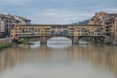 FLORENZ, ITALIEN 23. OKTOBER 2016: Ansicht der mittelalterlichen Steinbrücke Stockfoto