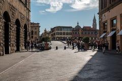 Florenz, Italien - 17. Oktober 2017 - Touristen, die entlang das A gehen Stockfoto