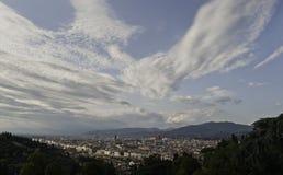 Florenz-Panorama mit hellen Wolken auf dem Himmel Stockbild