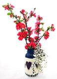 Florero americana de Primite con oro y flores Imagenes de archivo