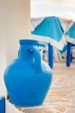 Florero azul de cerámica del estilo griego Fotografía de archivo libre de regalías