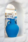 Florero azul de cerámica del estilo griego Imágenes de archivo libres de regalías