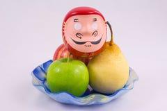 Florero con la fruta Imágenes de archivo libres de regalías