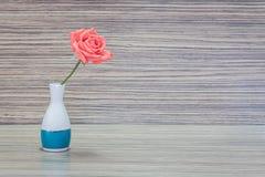 Florero con las flores Imagen de archivo libre de regalías