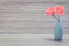 Florero con las flores Foto de archivo