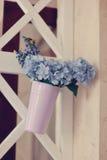 Florero con las flores azules Foto de archivo libre de regalías