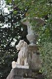 Florero con un león Imagen de archivo libre de regalías