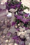Florero con un ramo de lilas Imagen de archivo