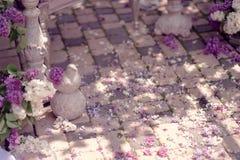 Florero con un ramo de lilas Fotografía de archivo libre de regalías