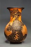 Florero de cerámica grande con adorno del dragón, Vietnam Foto de archivo libre de regalías
