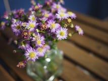 Florero de flores Fotografía de archivo libre de regalías