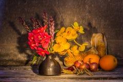 Florero de flores secadas Foto de archivo libre de regalías
