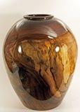 Florero de la nuez dado vuelta en el torno de madera Fotografía de archivo libre de regalías