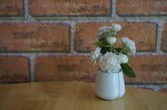 Florero de las flores para la decoración Fotografía de archivo libre de regalías